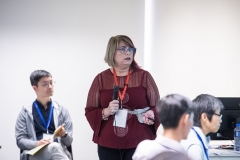Dr.-Linda-MacKay-presenting-Defining-Self-in-the-Room-when-Working-with-Trauma